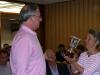 AG 2010 - Isabelle Roche remet la coupe de Champion de Division 1 à Jean Lissek (EN Paris)...